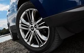 2014 Hyundai Tucson SE powertrain.jpg